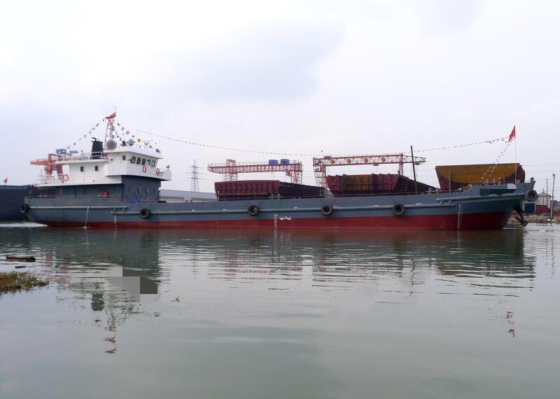 2015年新建49米自航甲板驳船