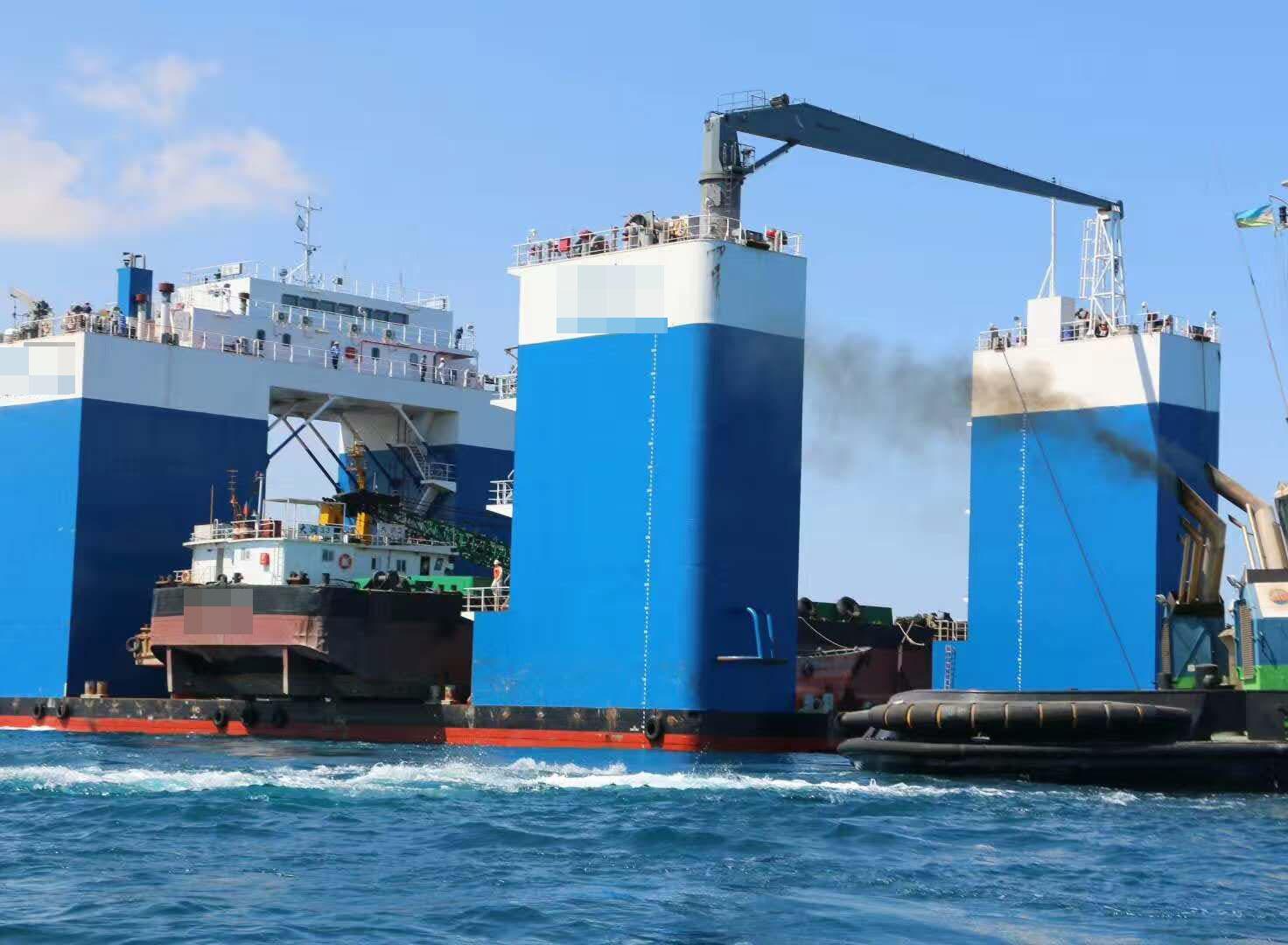 出售2014年造5000吨半潜驳