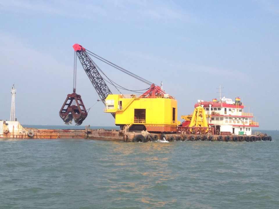50M3自航抓斗挖泥船