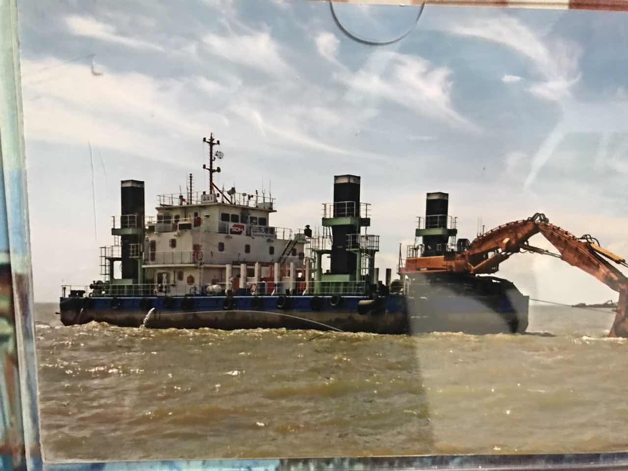 定位桩挖机工程船