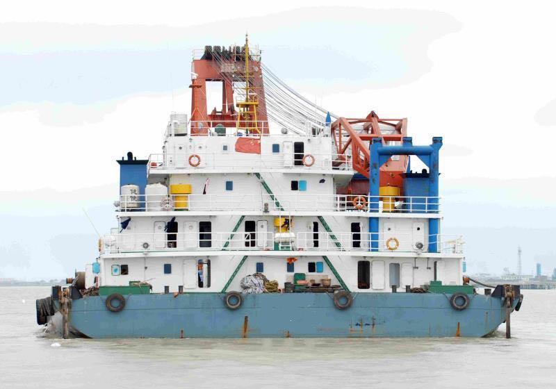 700吨全回转起重船