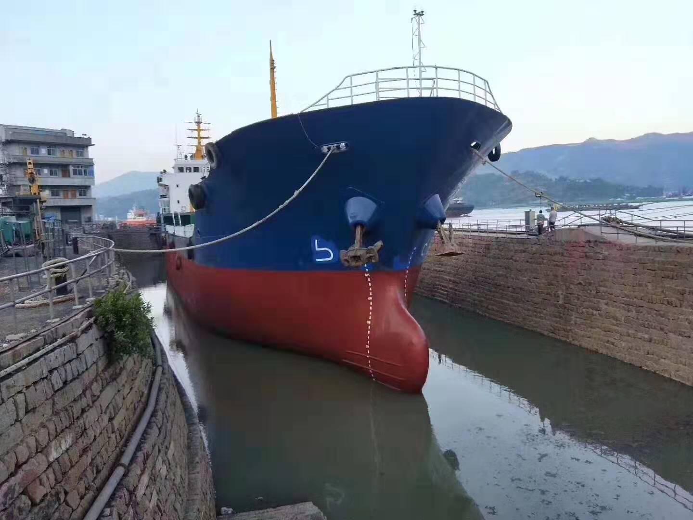 出售3200吨油船