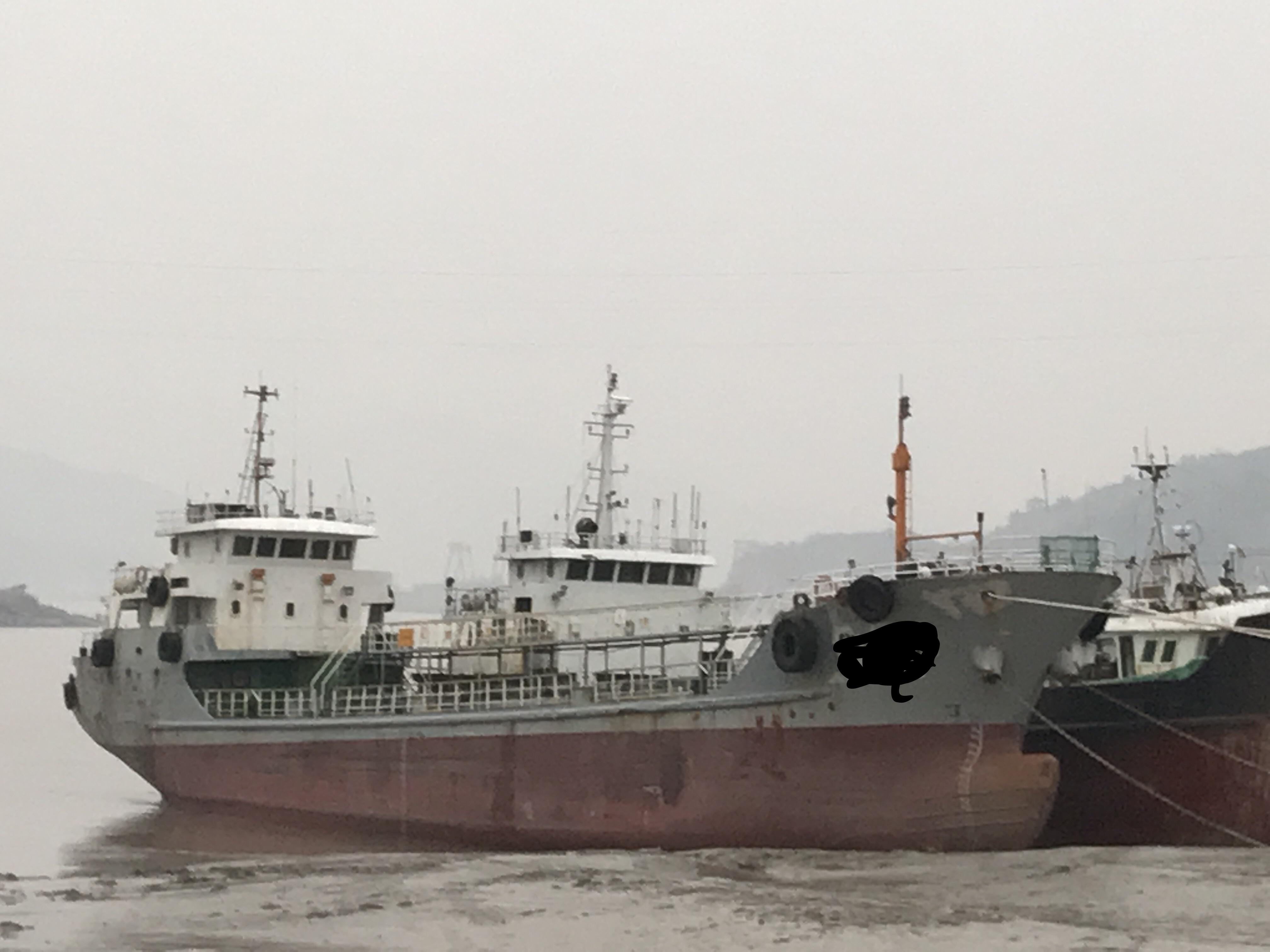 出售2005年造正规960吨油船