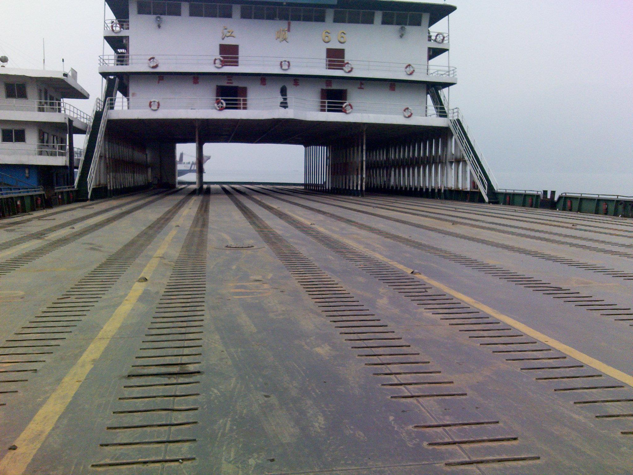 大型滚装船