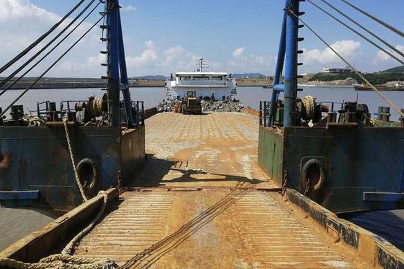 售2014年江苏造实载2000吨甲板货船