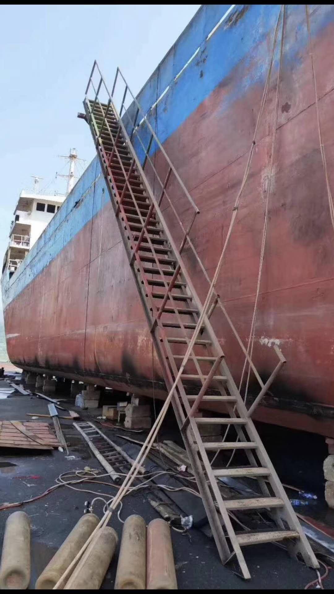 出售2600吨货船