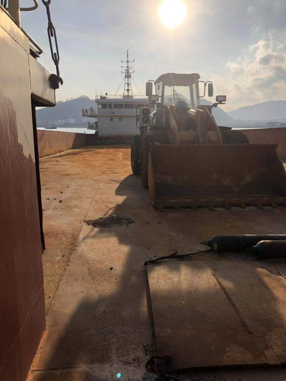 出租证书2300吨实载3800吨甲板驳