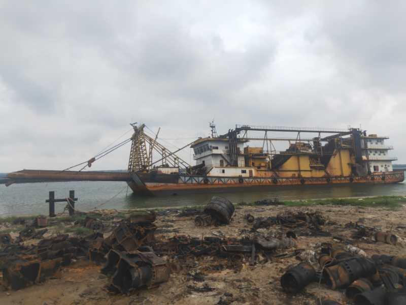 出售3850m³内河采砂船